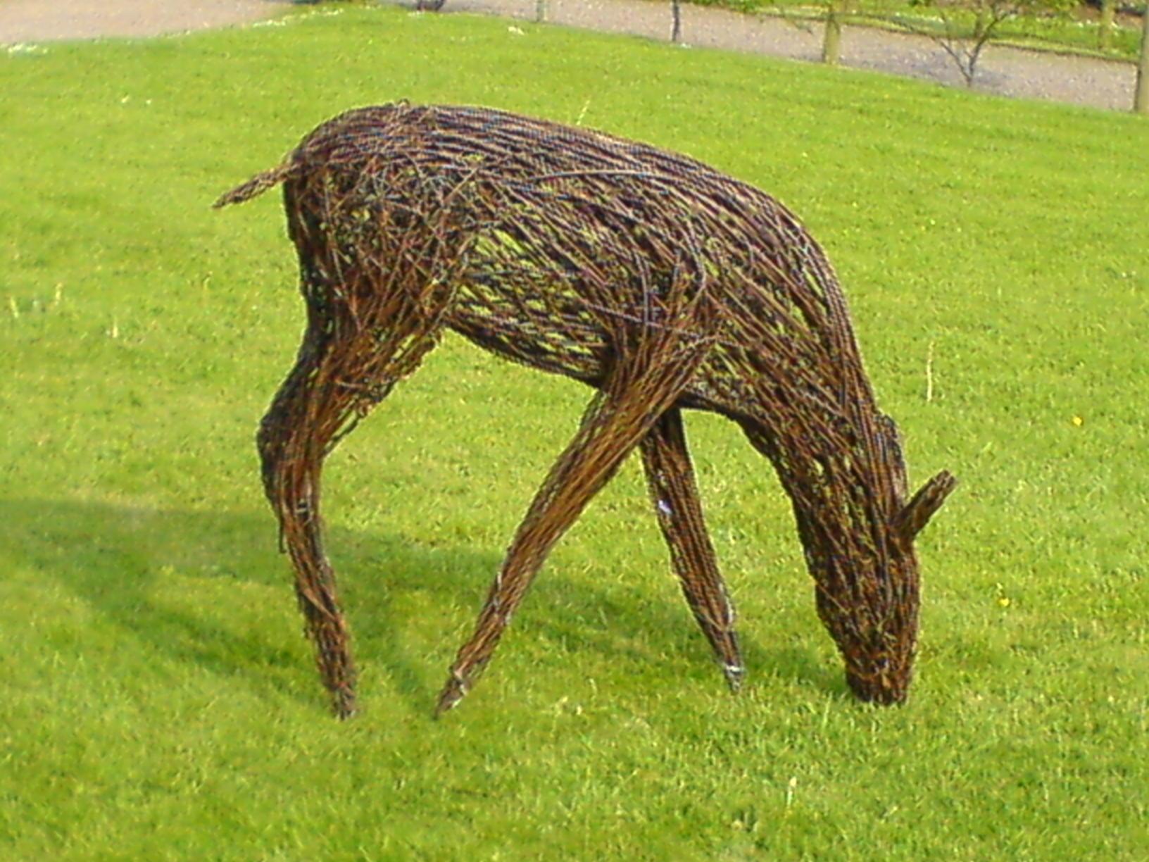 Садовые скульптуры своими руками. Из чего и как можно